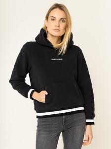 Czarna bluza Calvin Klein z plaru w młodzieżowym stylu
