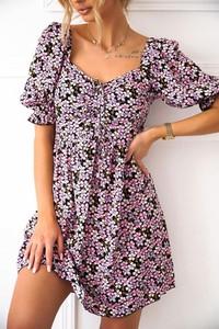 Sukienka Shopaholics Dream z dekoltem w kształcie litery v z krótkim rękawem w stylu casual