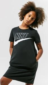Czarna sukienka Nike z krótkim rękawem mini