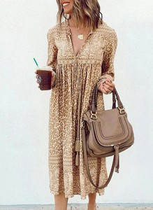 Brązowa sukienka Cikelly z dekoltem w kształcie litery v z długim rękawem