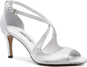 Srebrne sandały Neścior w stylu klasycznym