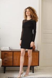 Czarna sukienka Eteria Last Past Now z okrągłym dekoltem z długim rękawem