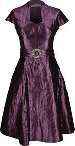 Fioletowa sukienka Fokus z krótkim rękawem rozkloszowana