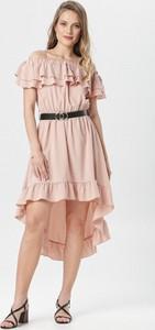 Różowa sukienka born2be z krótkim rękawem hiszpanka asymetryczna