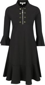Czarna sukienka Silvian Heach z długim rękawem rozkloszowana