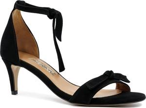 Czarne sandały Neścior na niskim obcasie z zamszu