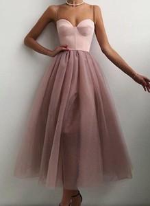 Sukienka Cikelly z dekoltem w kształcie litery v na ramiączkach z tiulu