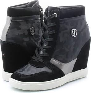 Sneakersy Tommy Hilfiger sznurowane na koturnie