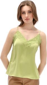 Zielona bluzka Rino & Pelle z dekoltem w kształcie litery v z tkaniny