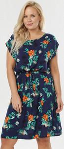 Granatowa sukienka born2be z krótkim rękawem w stylu casual z okrągłym dekoltem