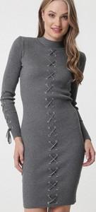 Sukienka born2be w stylu casual dopasowana midi