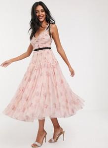 Różowa sukienka Needle & Thread maxi