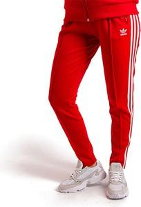 Czerwone spodnie damskie Adidas, kolekcja wiosna 2020