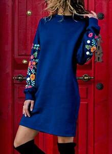 Niebieska sukienka Sandbella z długim rękawem