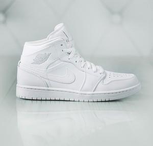 Buty sportowe Jordan w sportowym stylu