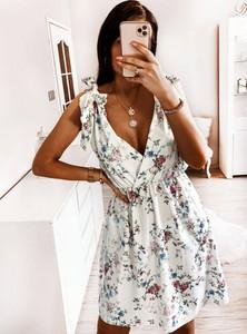 Sukienka Pakuten rozkloszowana bez rękawów