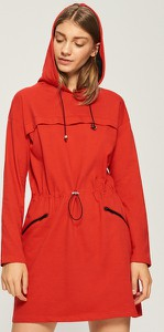 Czerwona sukienka Sinsay trapezowa z dekoltem w kształcie litery v