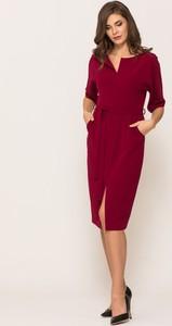 Czerwona sukienka VISSAVI midi z dekoltem w kształcie litery v z długim rękawem