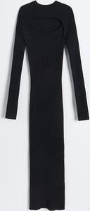 Czarna sukienka Reserved z dzianiny z długim rękawem w stylu casual