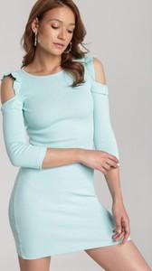 Miętowa sukienka Renee dopasowana mini z okrągłym dekoltem