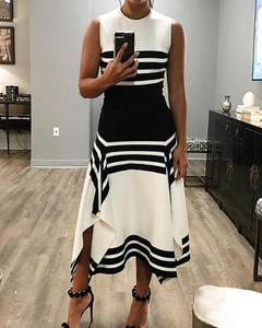 Sukienka Kendallme asymetryczna bez rękawów z okrągłym dekoltem