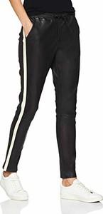 Czarne spodnie amazon.de w rockowym stylu