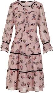 Sukienka Poza w stylu casual z szyfonu trapezowa