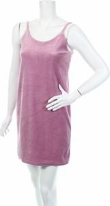 Różowa sukienka Glamorous mini z okrągłym dekoltem w stylu casual