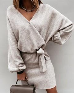 Sukienka Kendallme prosta mini z długim rękawem