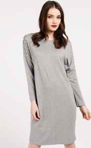 Sukienka Unisono z okrągłym dekoltem prosta midi