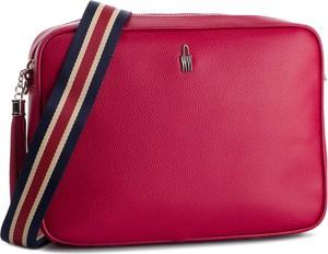 Czerwona torebka Wojewodzic w młodzieżowym stylu z kolorowym paskiem średnia