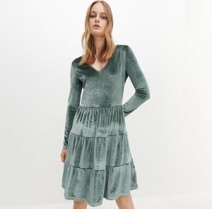 Zielona sukienka Reserved z długim rękawem z weluru mini