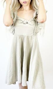 Sukienka Juni z dekoltem w kształcie litery v na ramiączkach