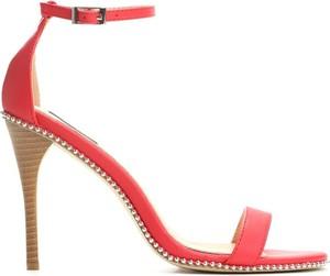 Czerwone sandały Multu z klamrami