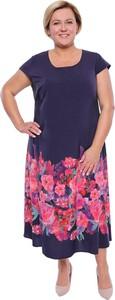 Niebieska sukienka modneduzerozmiary.pl midi z okrągłym dekoltem
