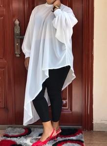 Sukienka Arilook asymetryczna z długim rękawem mini