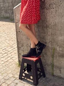 Czarne botki Top Secret na zamek z płaską podeszwą