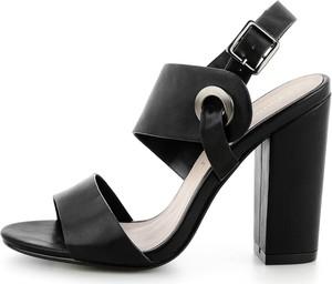 Sandały Prima Moda z klamrami w stylu casual na obcasie