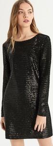 Czarna sukienka Sinsay z okrągłym dekoltem w stylu glamour