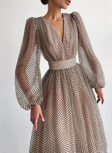 Sukienka Sandbella z długim rękawem w stylu casual