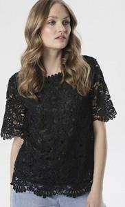 Czarna bluzka born2be z okrągłym dekoltem