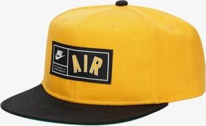 Żółta czapka Nike