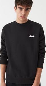 Czarna bluza Sinsay z nadrukiem w młodzieżowym stylu