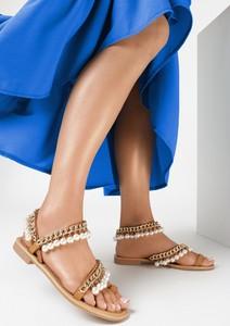 Brązowe sandały born2be z płaską podeszwą