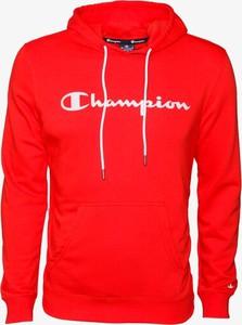 Czerwona bluza Champion w młodzieżowym stylu