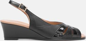 Czarne sandały Kazar na średnim obcasie z klamrami na koturnie