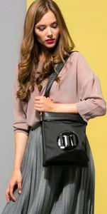 Czarna torebka Monnari w stylu glamour na ramię mała