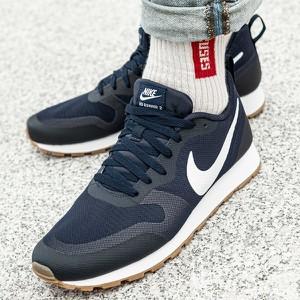Niebieskie buty sportowe Nike w sportowym stylu sznurowane