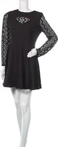Czarna sukienka New Laviva z okrągłym dekoltem mini