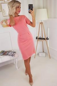 Różowa sukienka Pkb z dzianiny
